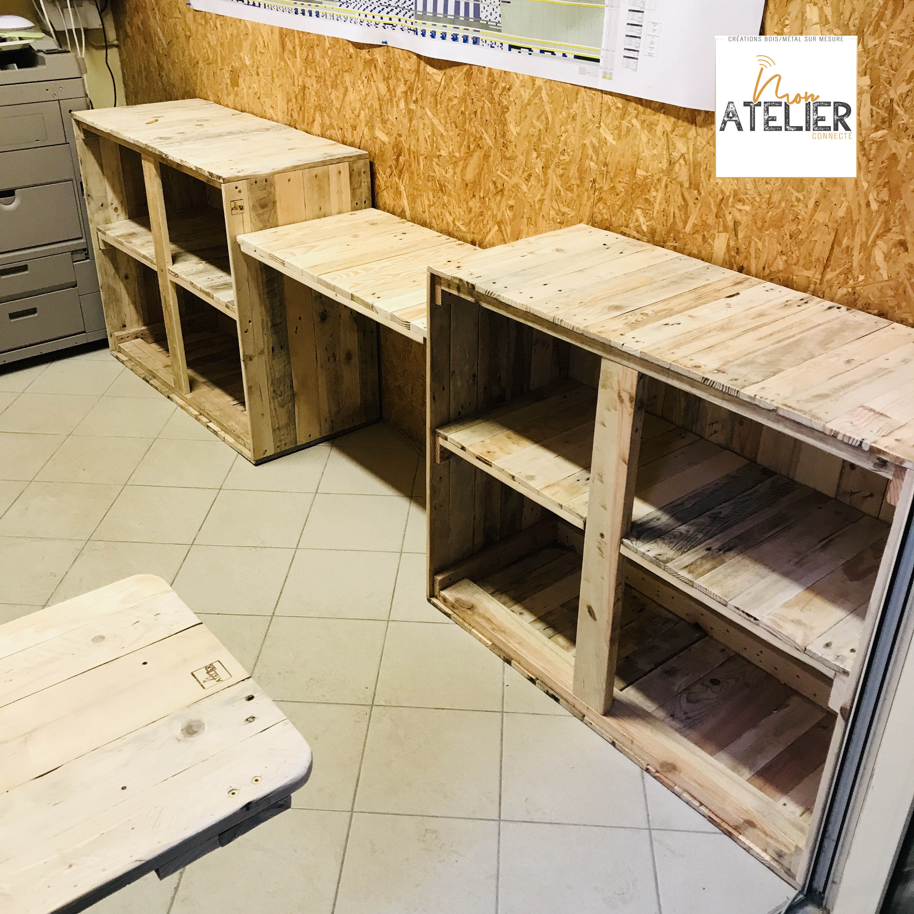 bureau avec meuble de rangement